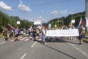 Ďalšia blokáda hraničného priechodu vo Svrčinovci.