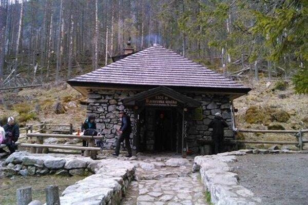 Rainerova chata, v jej blízkosti prišlo seniorovi nevoľno.