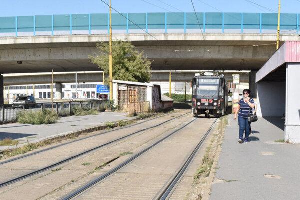 Električková trať na sídlisku Nad jazerom.