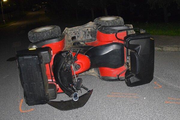 Jazdu na štvorkolke opitý vodič nezvládol.