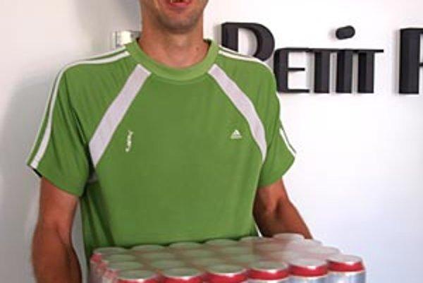 Pre kartón piva Corgoň od spoločnosti Heineken si prišiel víťaz 1. kola Gabriel Fazekaš z Nededu.