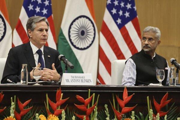 Americký minister zahraničných vecí Antony Blinken s indickým ministrom zahraničia Subrahmanjamom Džajšankarom v Naí Dillí.