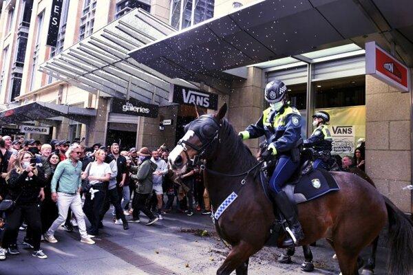 Protest proti opatreniam v centre Sydney.