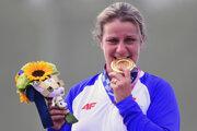 Zuzana Rehák Štefečeková so zlatou medailou na LOH Tokio 2020 / 2021.