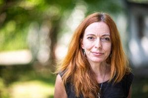 Vladimíra Kurincová Čavojová (1978) pôsobí na Ústave experimentálnej psychológie, ktorý funguje pod Centrom spoločenských a psychologických vied Slovenskej akadémie vied (SAV). Získala ocenenie SAV za popularizáciu vedy aj za aktivitu Prečo ľudia veria nezmyslom.