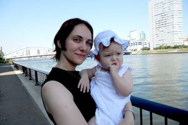 Alexandra s dcérkou Emou. Nitrianka učí v Tokiu angličtinu.