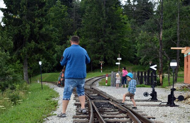 Sedlo Beskyd je konečnou stanicou oravskej lesnej železničky, v ktorej má vlak prestávku 20 minút.