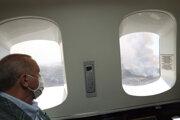 Prezident Recep Tayyip Erdogan pozoruje oblasť zasiahnutú požiarmi z lietadla.