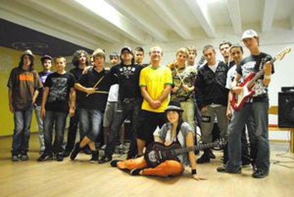 Nádejní muzikanti s Kukom z Horkýže Slíže a Daliborom Daňkom z U.K.N.D.