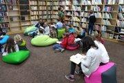 Deti v knižnici v Trenčianskych Tepliciach