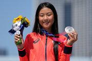 Iba 12-ročná Kokona Hirakiová získala striebro na LOH Tokio 2020 / 2021.
