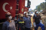 Tureckí hasiči.