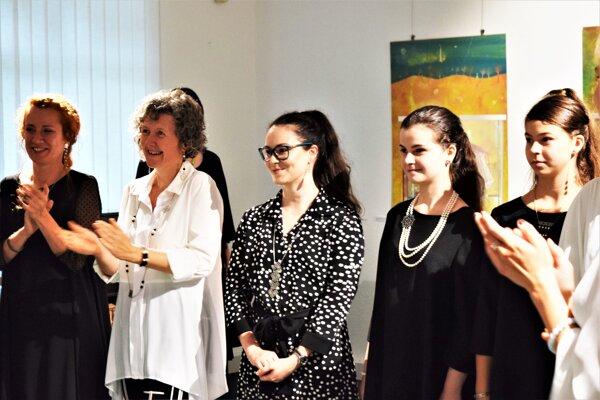 Katarína Žiak vyrába originálne šperky. Jedna jej kolekcia je inšpirovaná novohradskými vzormi.