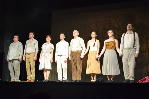 Radošinské naivné divadlo sa prvýkrát predstavilo vo Fiľakove. Dostalo sa mu zaslúžených ovácií.