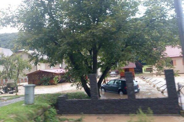Búrka napáchala veľké škody.