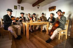 Vajčovskú izbu starých otcov a materí bude otvárať aj Ľudová hudba spod Ľadonhory.