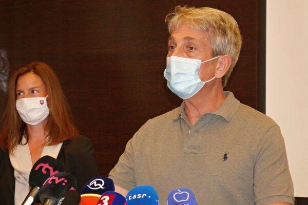 Ministerka kultúry SR Natália Milanová a zahraničný producent Howard Ellis počas brífingu k natáčaniu zahraničnej produkcie na Slovensku.