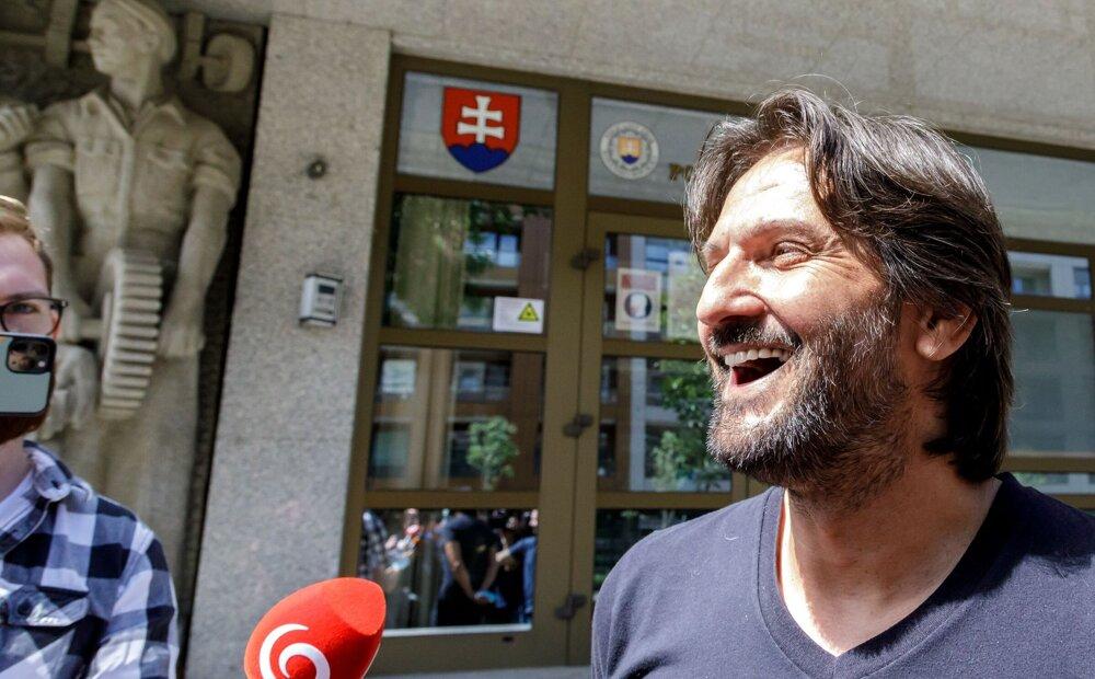 Robert Kaliňák vlastnil pred rokmi v paneláku naraz až tri byty.