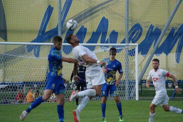 Zo zápasu FK Humenné – KFC Komárno 1:0 (0:0).