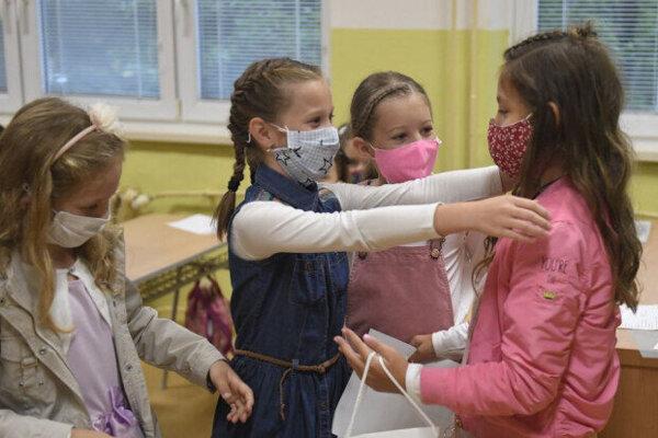 Pre bezpečný nástup detí do škôl je potrebná kolektívna imunita.