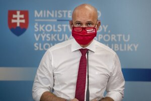 Branislav Gröhling , minister školstva, vedy, výskumu a športu SR.