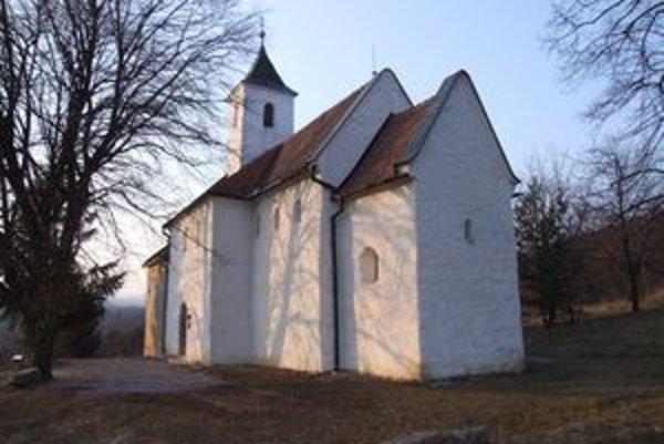 Kostolík v Kostoľanoch pod Tribečom je vzácnou národnou kultúrnou pamiatkou.