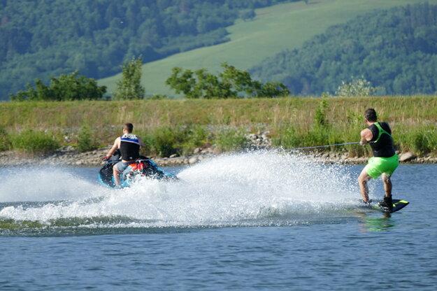 Vodné lyžovanie na vodnom diele Žilina.