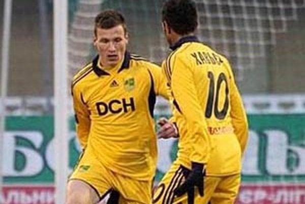 Lukáš Štetina (vľavo) v sobotu debutoval v ukrajinskej lige.