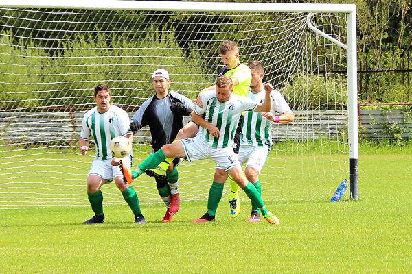 Futbalisti Oravského Bieleho Potoka vyhrali aj na horúcej pôde v Istebnom.