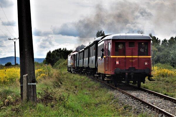 Historický vlak na ceste do Kalondy.