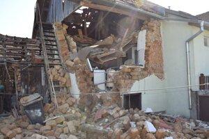 Dom po výbuchu.