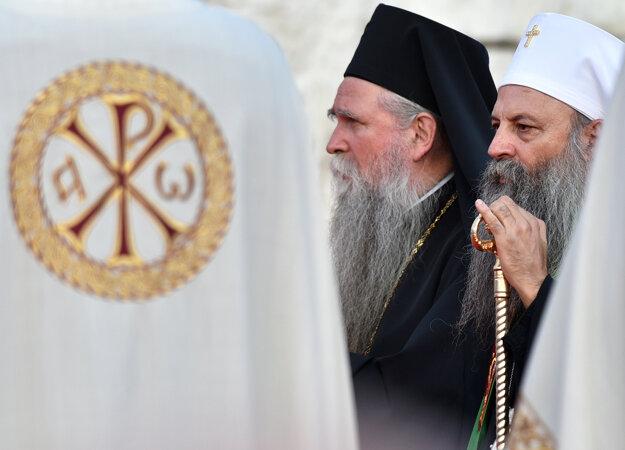 Srbský pravoslávny patriarcha Porfirije a metropolita Joankije II.