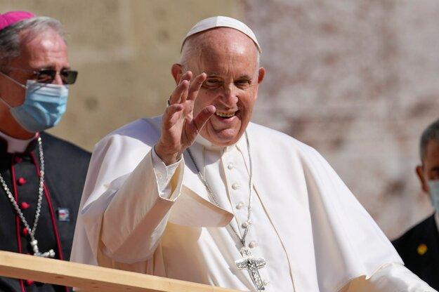 Pápež pred príchodom do  Katedrály s. Martina.  