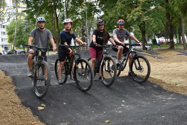 Novú dráhu si vyskúšali odvážni cyklisti.
