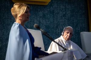 Príhovor prezidentky Zuzany Čaputovej v záhrade Prezidentského paláca počas návštevy pápeža Františka.