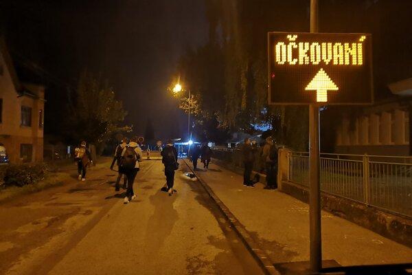 Už od polnoci prichádzali v Prešove ľudia k Mestskej športovej hale.