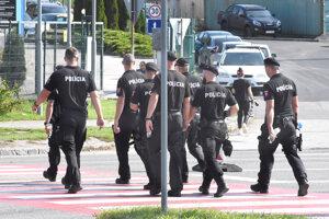 Policajné manévre na Luniku IX mohli ľudia pozorovať od utorkového rána.