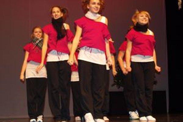 Na galavečeri sa predstavili aj tanečníky Akadémie tanca.