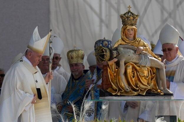 Pápež počas omše v Šaštíne.