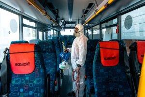 Cestovanie autobusmi je bezpečné aj kvôli ich pravidelnej dezinfekcii.