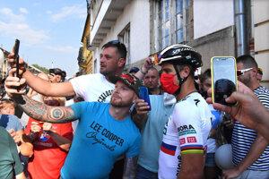 P. Sagan v obklopení fanúšikov.