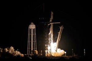 Štart lode SpaceX s vesmírnymi turistami.