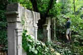 Dobrovoľníci čiastočne obnovili židovský cintorín v Ilave