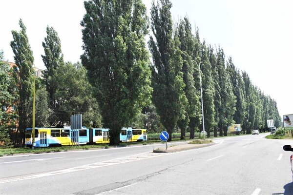 Termín začatia rekonštrukcie Slaneckej nepozná zatiaľ ani verejnosť a ani DPMK. Magistrát informoval Košičana o termíne od 4. októbra.