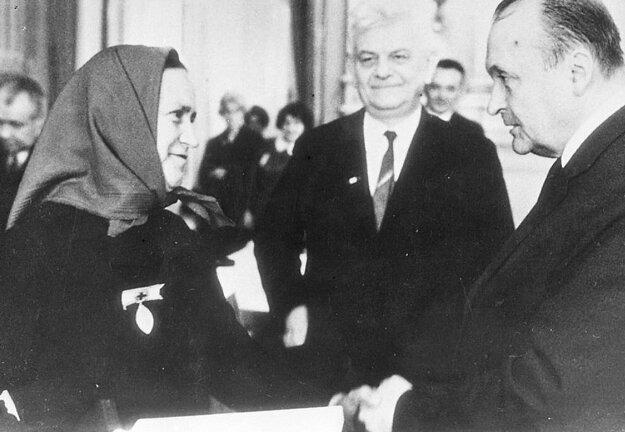 Helena Mišurdová na odovzdávaní medaily Florence Nightingalovej v Prahe.