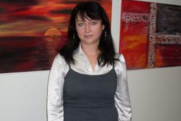 Mária Šefferová svoje obrazy ladí najmä do červených, oranžových a žltých odtieňov.