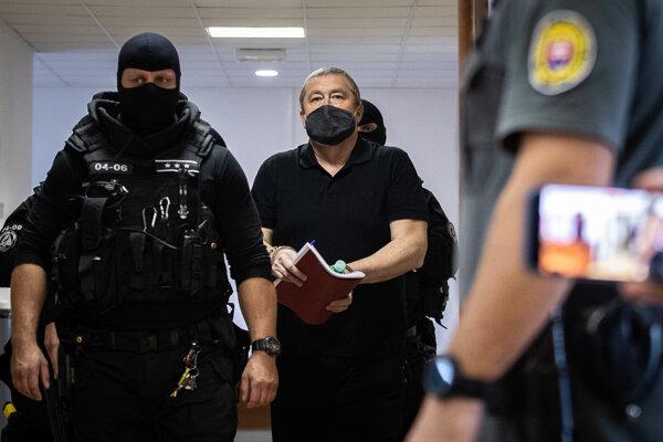 Dušan Kováčik prichádza na súd.
