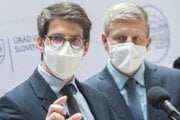 Šéf Inštitútu zdravotníckych analýz Matej Mišík počas brífingu k aktuálnej epidemiologickej situácii.