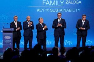 (zľava) Český premiér Andrej Babiš, slovinský premiér Janez Jansa, maďarský premiér Viktor Orban, srbský prezident Aleksandar Vucic a bosnianskosrbský líder Milorad Dodik na summite.