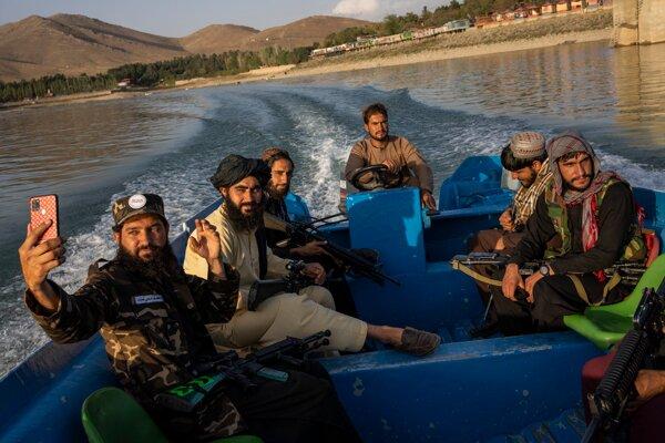 Bojovníci Talibanu. Proti nim budú USA sankcie naďalej presadzovať.